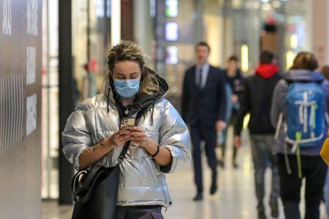 Studiuesit japin lajmin: Ja kur mund të heqim përfundimisht maskat mbrojtëse
