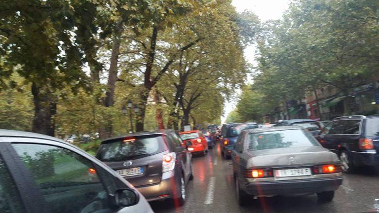 Trafiku pushton Tiranën, e pamundur të futesh në kryeqytet me makinë