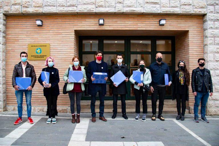 Iljaz Shehu/ Kandidati i LVV për Lezhën dorëzon në KQZ 1300 firma më shumë se pragu pranues
