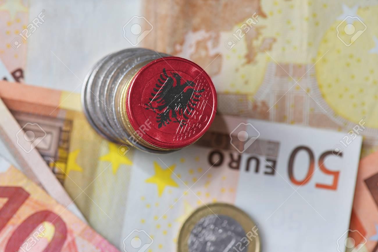 Euro bie nën 122 lekë, vlera më e ulët që nga janari 2020