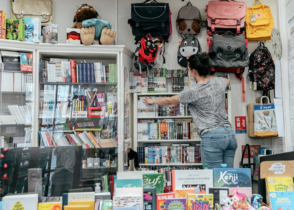 Franca u dha adoleshentëve 350 $ t'i shpenzojnë në kulturë. Ata po blejnë libra manga