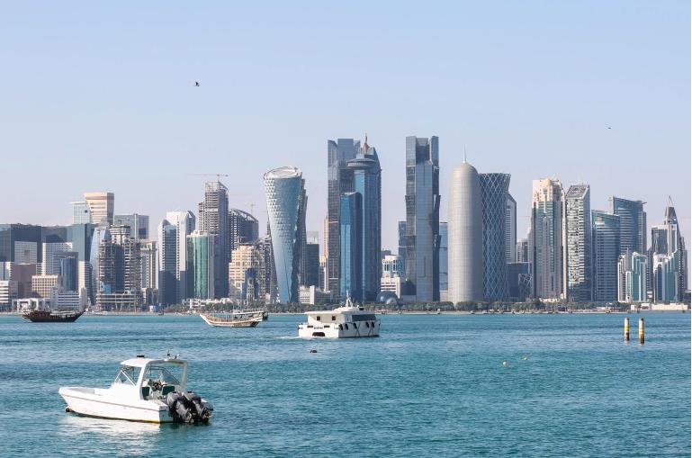 Emiri i Katarit miraton ligjin zgjedhor për votimin e parë legjislativ