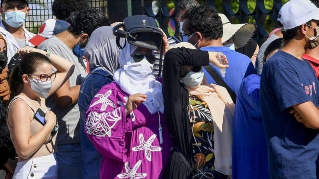 Turma pushton qendrat e vaksinimit, ndalet procesi, shkarkohet ministri