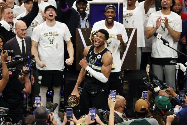 Historike/Bucks fituan titullin e parë të NBA pas 50 vjetësh, reagon presidenti i SHBA-ve, Joe Biden