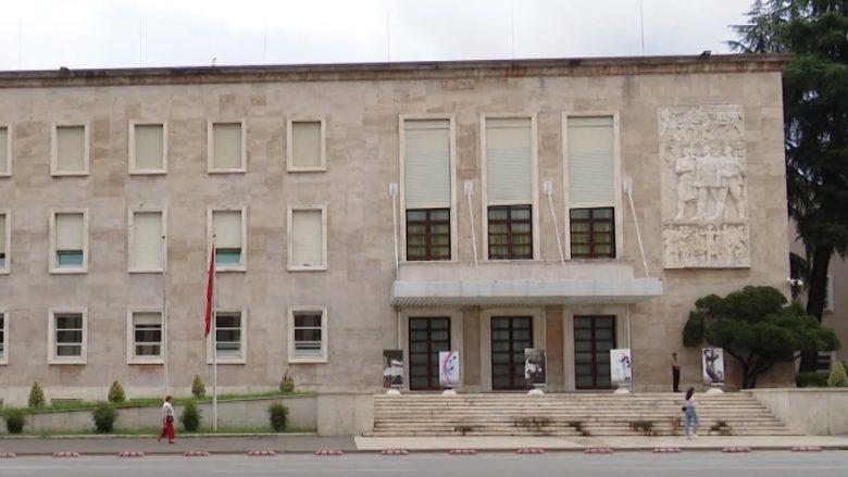 Shqipëri, mbi 83 mijë punonjës në administratë, numri më i lartë në Ministrinë e Brendshme dhe të Arsimit
