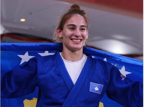 Zyrtarët shqiptarë 'duartrokasin' suksesin e Nora Gjakovës në Lojërat Olimpike. Kurti dhe Osmani: Na lehtësove dhimbjen në këtë ditë zie