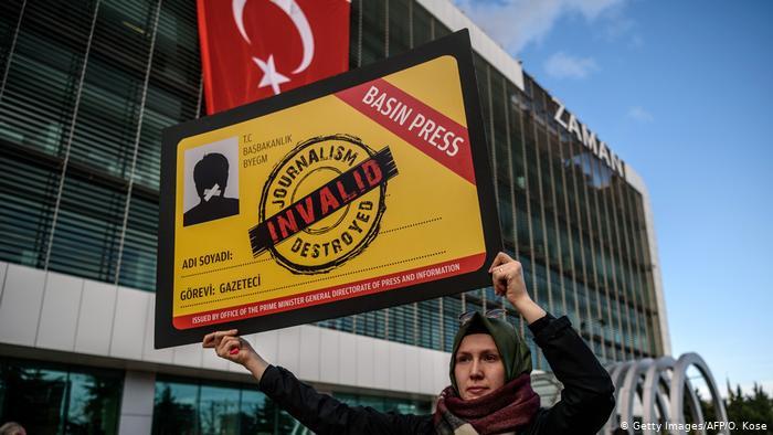 Organizatat e lirisë së shtypit kritikojnë Turqinë, për mbytjen e mediave të pavarura