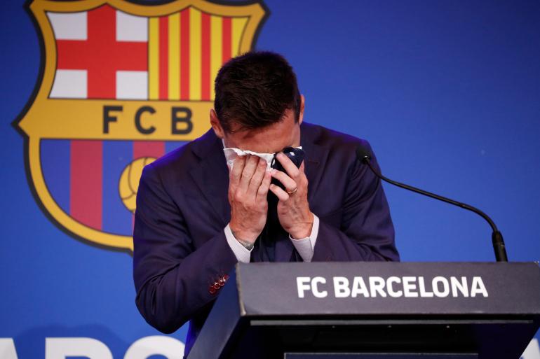 Mijëra tifozë para Camp Nou, Messi shpërthen në lot: Shumë e vështirë për mua