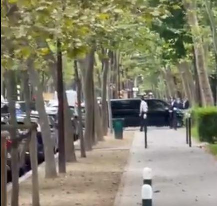 VIDEO/ Zbarkoi në Paris, shihni momentin e mbërritjes së Mesit me forca të shumta policore për kryerjen e vizitave mjekësore