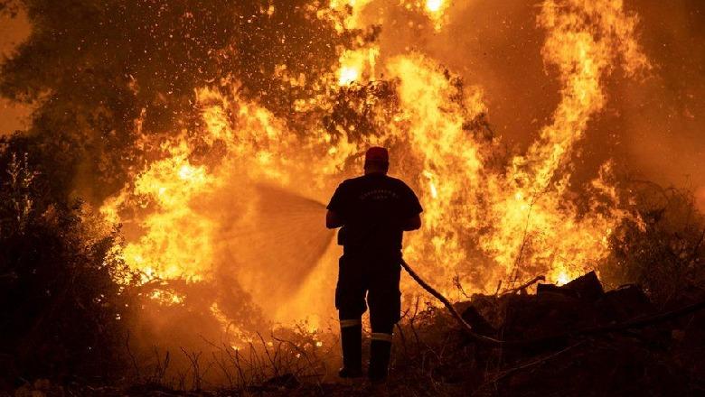 Dita e 3 e zjarreve në Algjeri, shkon në 69 numri i viktimave, mes tyre 20 ushtarë të mobilizuar në shuarjen e flakëve