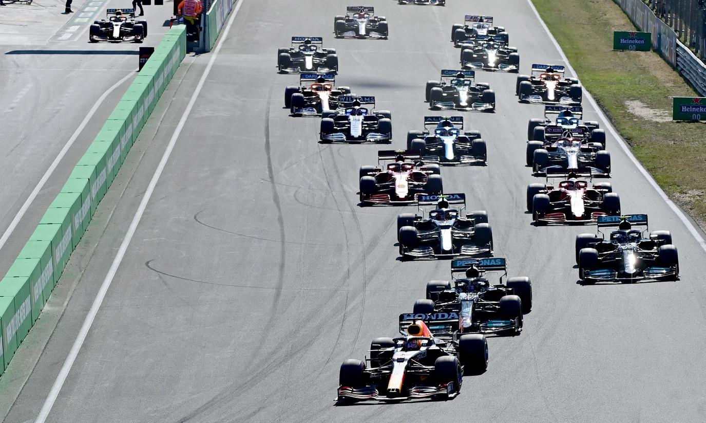 """F1/ Verstappen vazhdon të shkëlqejë, nuk gabon në shtëpinë e tij, holandezi i lë """"targën"""" Hamilton dhe Bottas, zhgënjen Ferrari"""