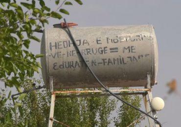 30 vite në harresë, banorët e fshatit Anëvjosë pa kushtet minimale për jetesë