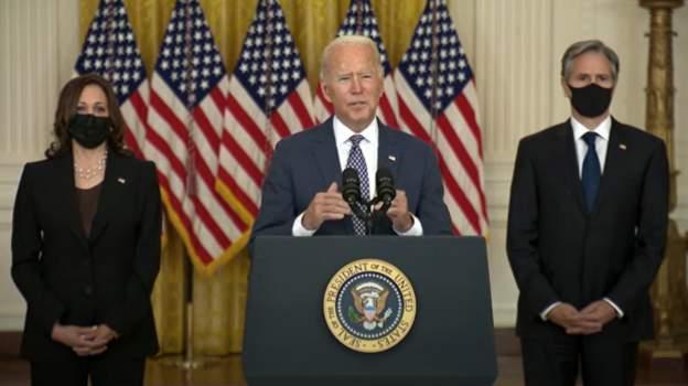 Biden kritikon kundërshtarët e vaksinimit të detyruar