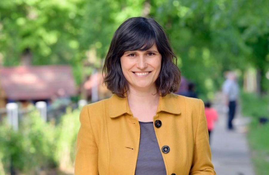 Deputetja e parë shqiptare në Bundestagun gjerman, njihuni me Afërdita Sukën