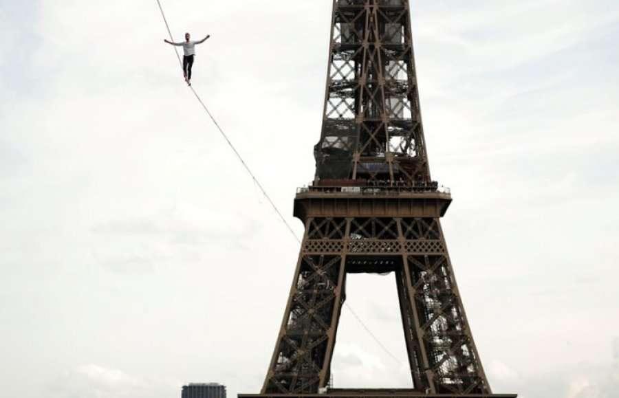 Ecja në litar nga Kulla Eiffel