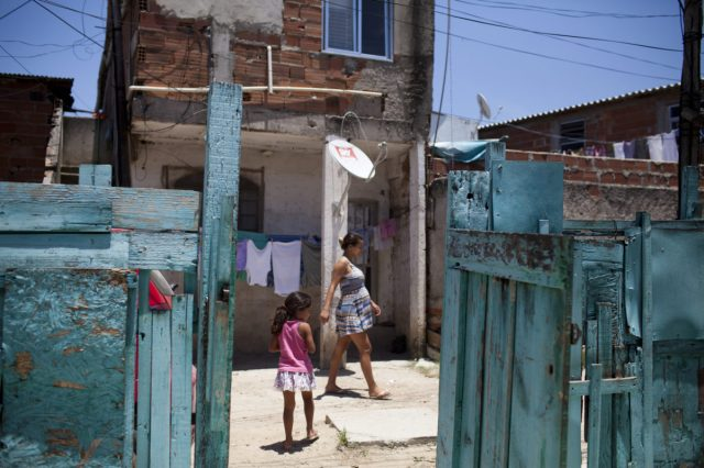 Fëmijët shqiptarë të varfër/ INSTAT: 97% e familjeve nuk u plotësojnë standardet për ushqim dhe për veshje