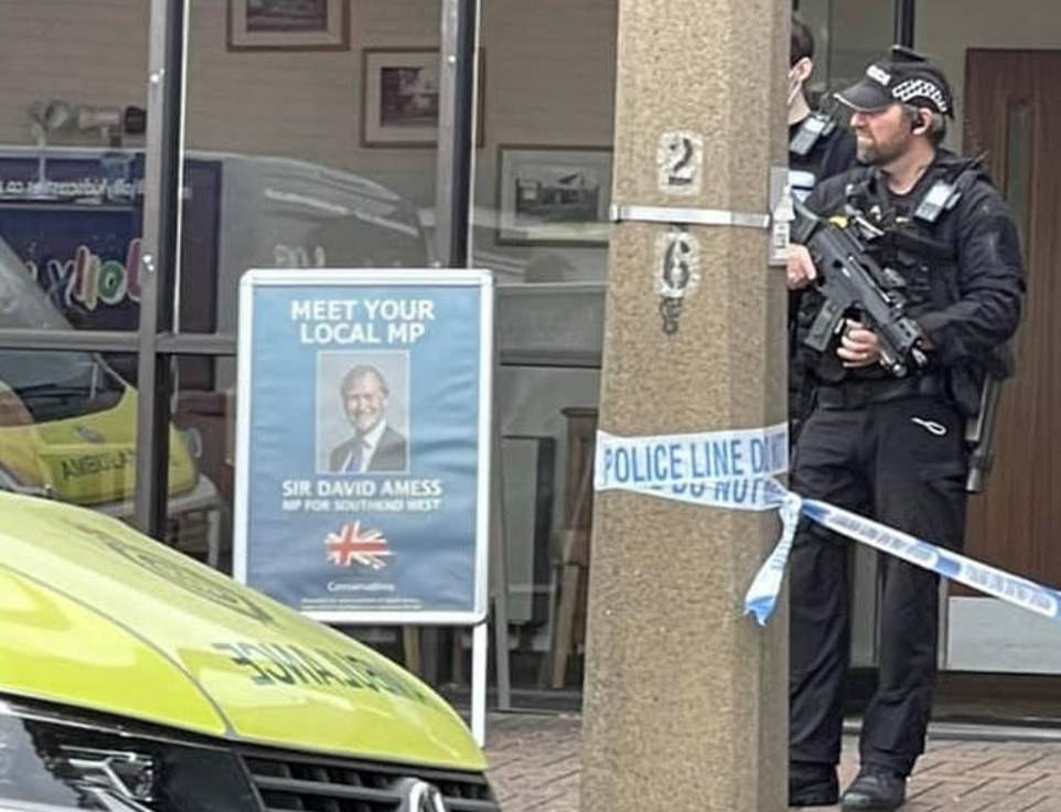 Vrasja e deputetit në Angli, policia po e trajton si një sulm të mundshëm terrorist