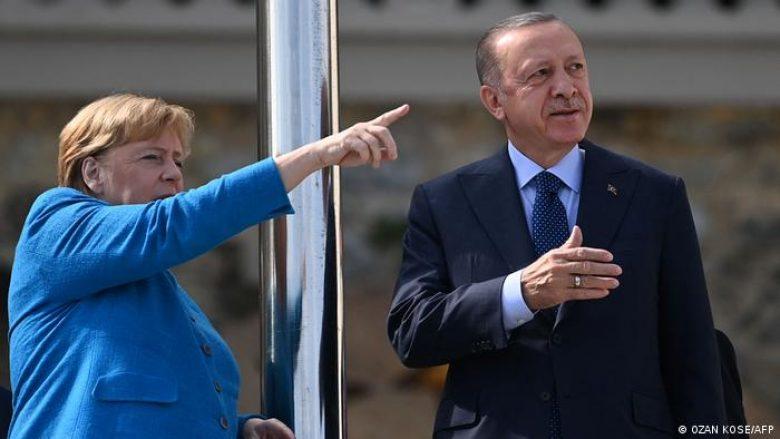 Merkel takon Erdoganin gjatë vizitës lamtumirëse në Turqi – Kritika për të drejtat e njeriut, lavdërime për bashkëpunimin në NATO