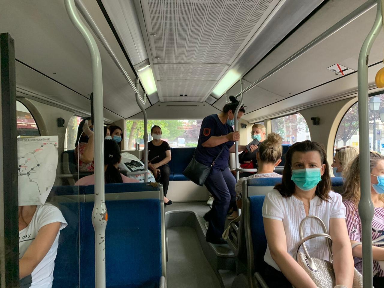 Përgjysmohet numri i urbanëve në Tiranë, Transporti publik: Nuk u plotësuan kërkesat
