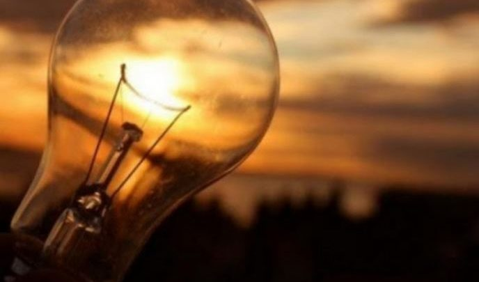 Frika e ndëprerjeve të energjisë elektrike, importet, tarifa dhe emergjenca, pse preket Shqipëria nga kriza e paralajmëruar