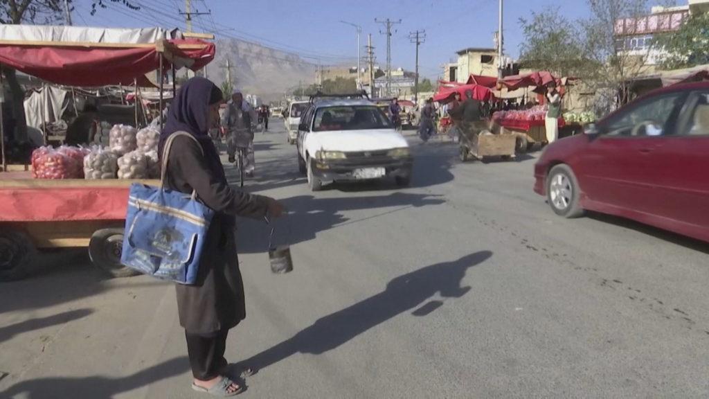 """Talebanët i lënë pa shkollë, vajzat në Afganistan """"në errësirë"""", kufizime dhe në lëvizje"""