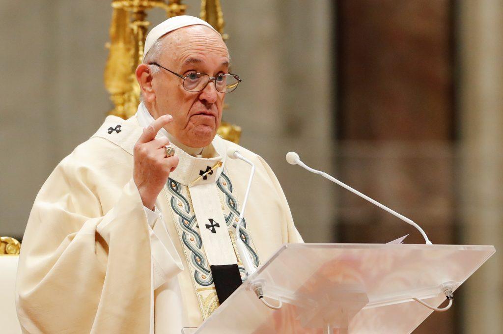 Fanella e Messit dhe një libër, Papa merr dhuratën e bukur nga Kryeministri francez