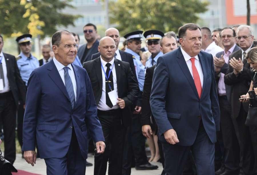 Dodik s'përjashton konfliktin në Bosnjë, kërkon ndihmë ushtarake nga Rusia