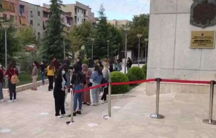 Lejohen studentët e pavaksinuar! Thyhet rregulli për masat anti Covid në tre qytete