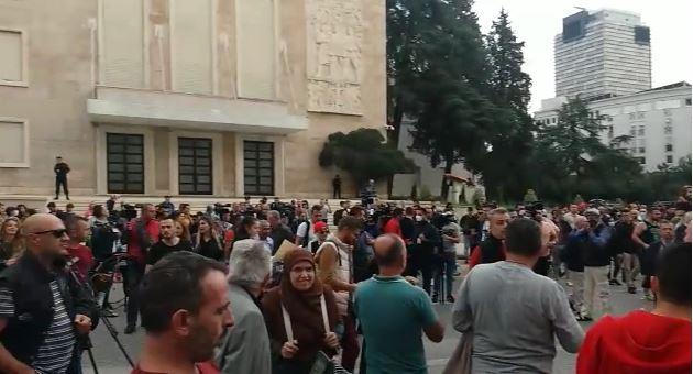 Qytetarët në protestë për rritjen e çmimeve.Sot në orën 18:00