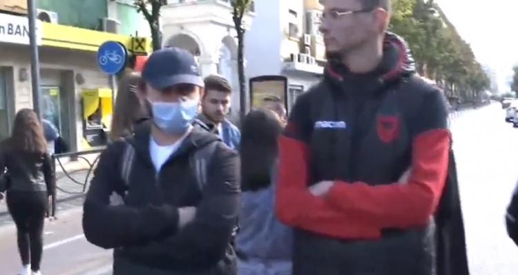 Studentët protestojnë përballë Ministrisë së Arsimit
