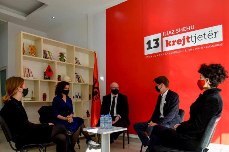 Ambasadori i Britanisë së Madhe në zyrën e Vetëvendosjes në Lezhë, takim me kandidatin Shehu