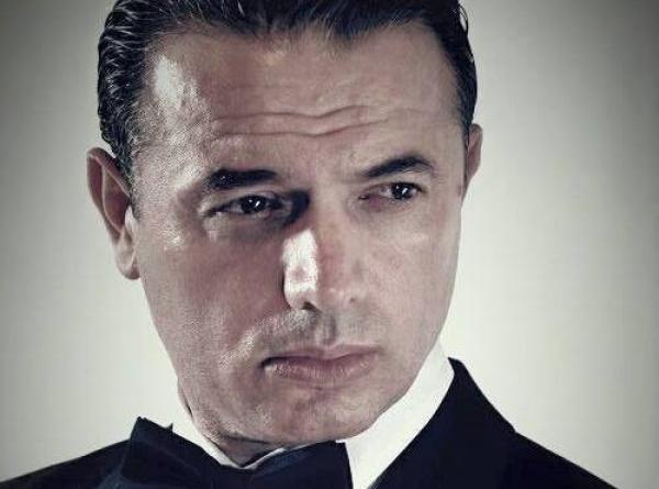 Pjesë e Netflix, aktori shqiptar tregon eksperiencën me DiCaprio-n dhe Tom Hanks