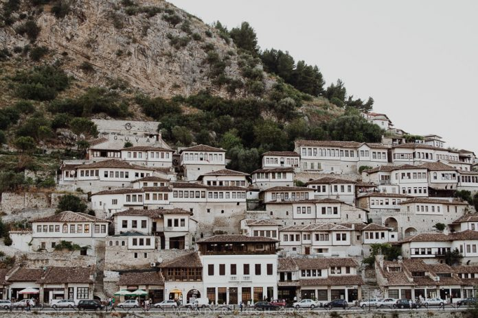 Popullsia pakësohet në 10 qarqe, Gjirokastra dhe Berati me rënien më të madhe