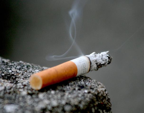 Reduktimi i dëmit të duhanit, ekspertët kërkojnë studime të mirëfillta