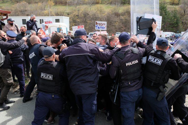 VIDEO/Me votë do shporrim këto modele të dhunshme, ku policit i jepet liria të godasë deputetin e ardhshëm të Lezhes