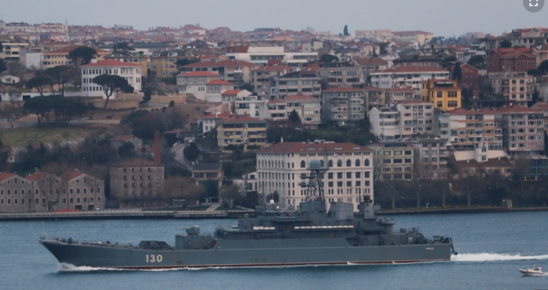 Thellohen tensionet! Rusia shton praninë luftarake në Detin e Zi, Ukraina i përgjigjet me dëbim diplomati