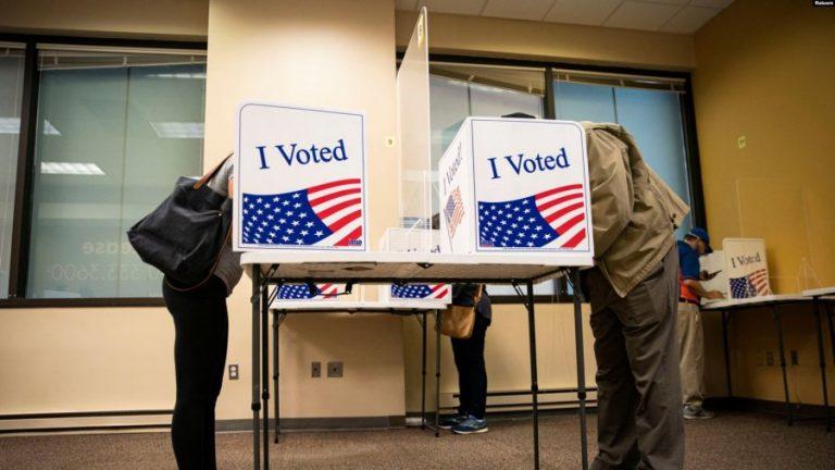 Zyrtarët zgjedhorë në SHBA këmbëngulin se zgjedhjet ishin të rregullta