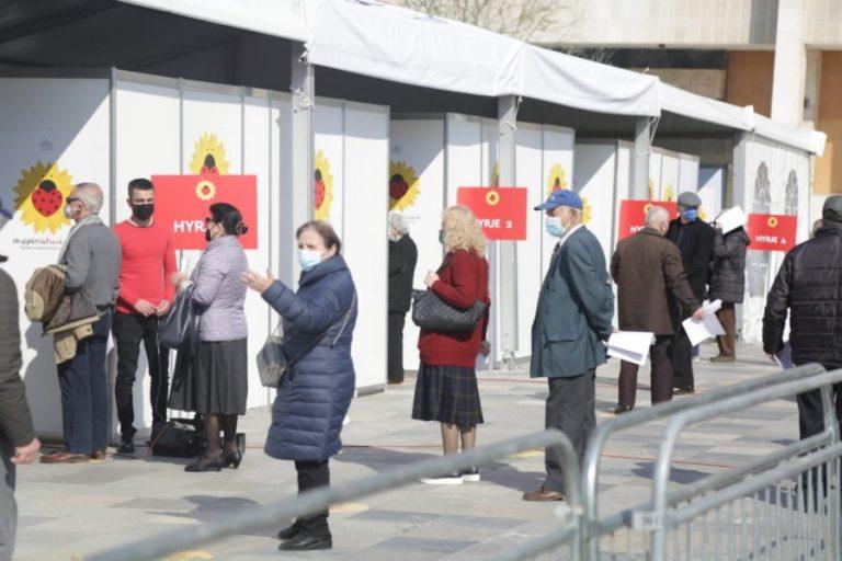 Ndryshe nga Shqipëria/ Ja pse Kina nuk bën vaksinimin e të moshuarve