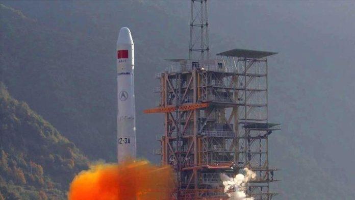 Kina pranon se mbeturinat e raketës Long March do të bien në Tokë