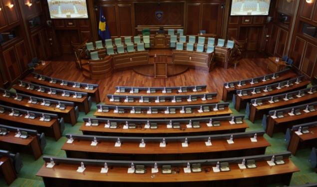 Kosovë/ Rregullorja e re e Kuvendit, kërkohet ndëshkime për deputetët që nuk votojnë