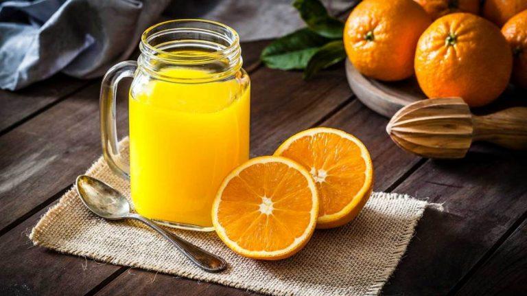 Kjo ndodh me trupin tuaj kur pini lëng portokalli çdo mëngjes; Lexoni disa anë negative që nuk i dinit