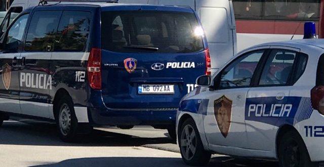 Ndjekje policeske në Vlorë, i riu godet policin