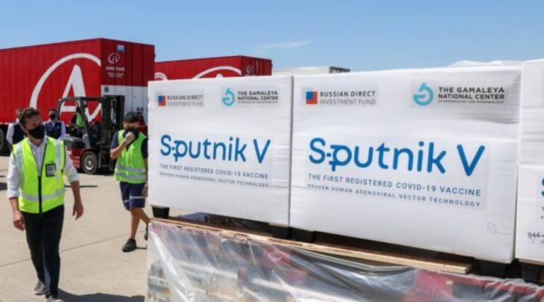 """""""Rusia e politizoi enkas dhe që në fillim Sputnik V""""/ Çfarë mund të nënkuptojë vaksina për sovranitetin evropian të shëndetit"""